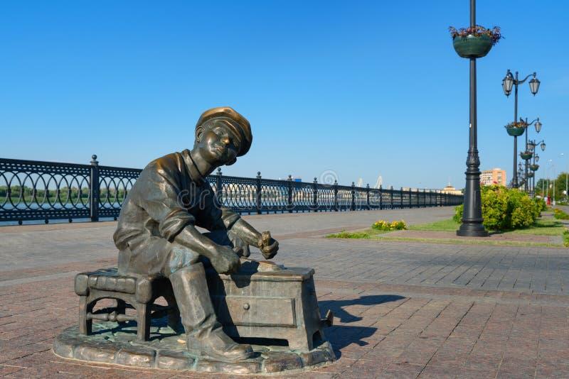 Skulptur-Schuh-Glanzschuß in Astrakhan stockfotos