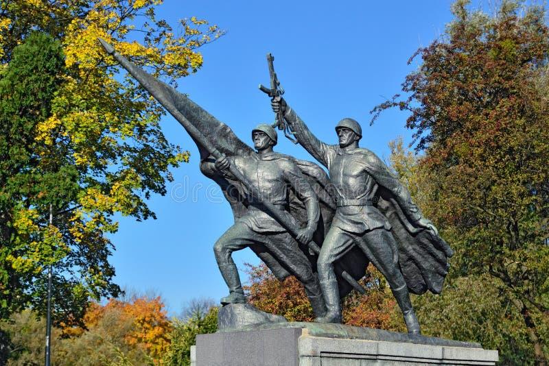 Skulptur-Sieg Denkmal zu 1200 Schutz, Kaliningrad, Russland stockfotografie