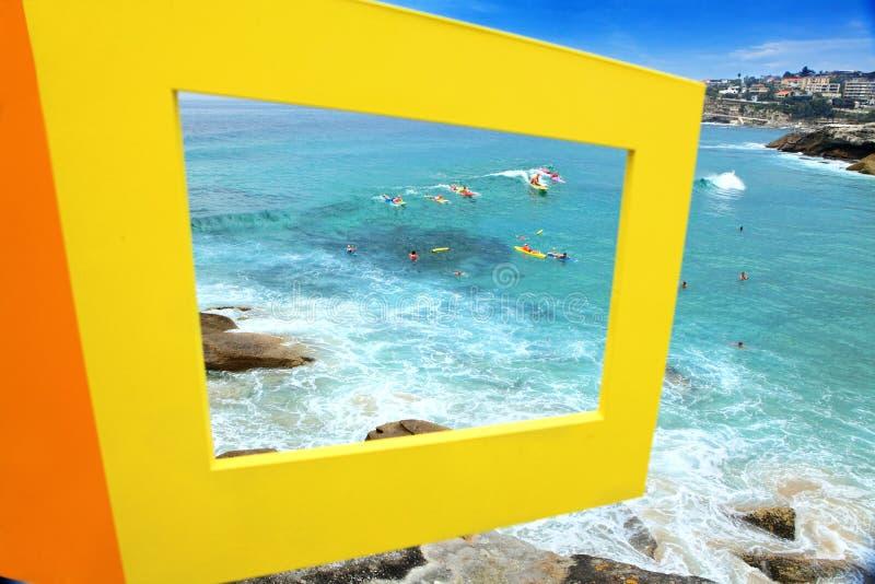 Skulptur vid havsutställningen Bondi Australien arkivbilder