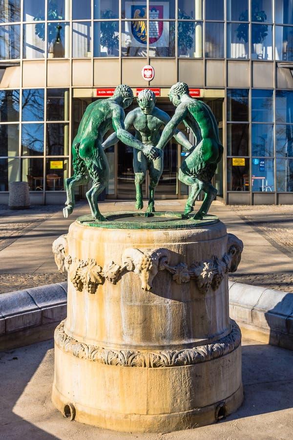 Skulptur von drei tanzenden Faun lizenzfreies stockfoto