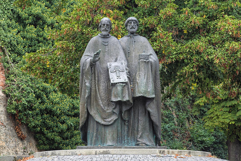Skulptur von Heiligen Cyril und Methodius in Nitra, Slowakei stockbild