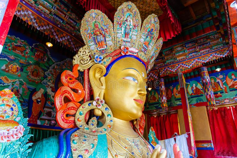 Skulptur von Maitreya Buddha an Thiksey-Kloster, Leh, Ladakh, Jammu und Kashmir, Indien lizenzfreies stockbild