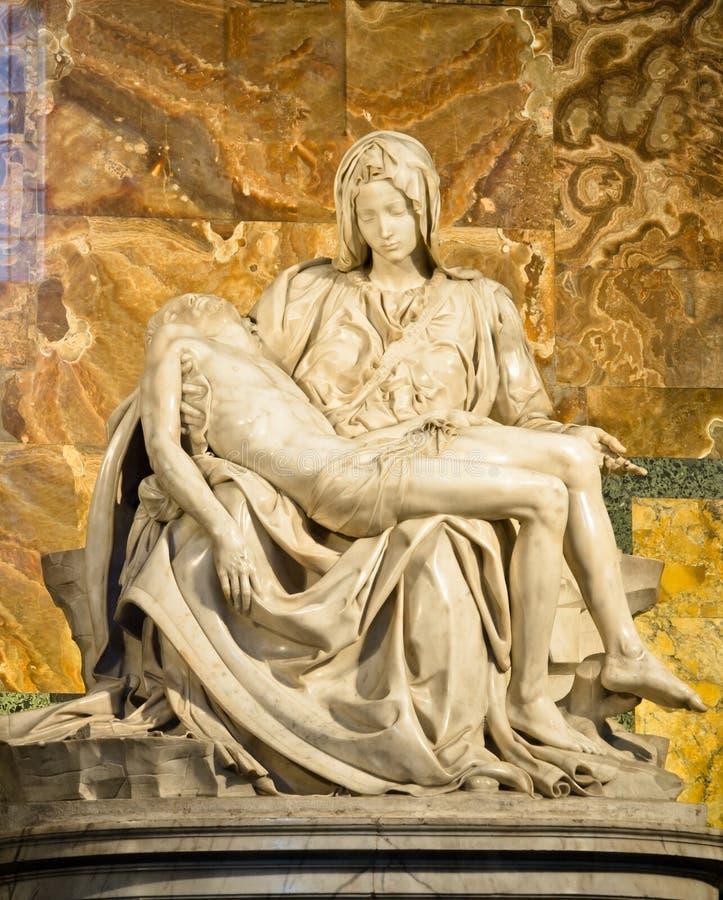 Skulptur von Pieta durch Michaelangelo stockfotos