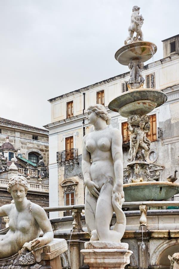 Skulpturen des Brunnens der Schande lizenzfreie stockbilder