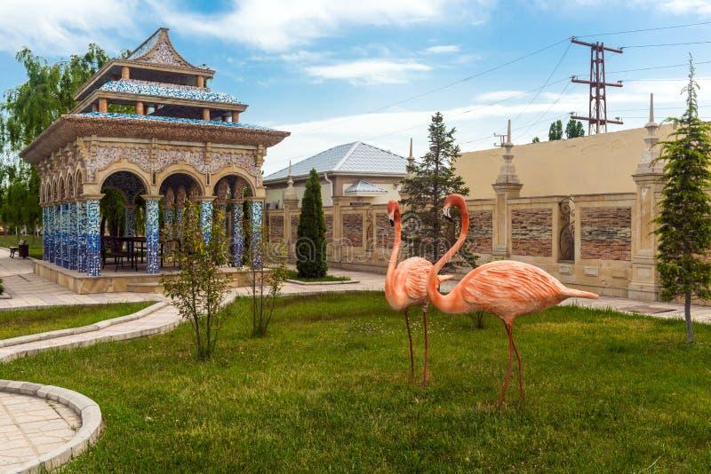 Skulpturen des Flamingos lizenzfreie stockfotos