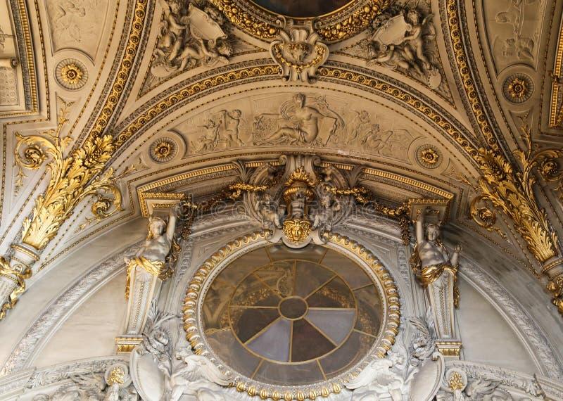 Skulpturen i det le luftventil museet, paris, Frankrike royaltyfria foton