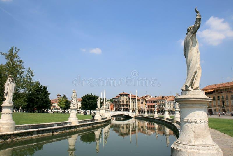 Skulpturen am Prato della Valle in Padua, Italien lizenzfreies stockfoto