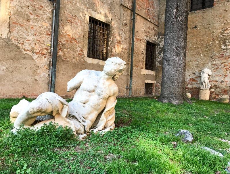 Skulpturer av den olympiska teatern, Vicenza, Italien arkivfoton