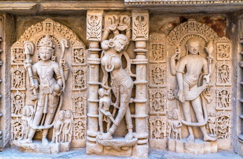 Skulpturer av gudinnor på rajas gemålkivav, en intricately konstruerad stepwell i Patan - Gujarat, Indien royaltyfri foto
