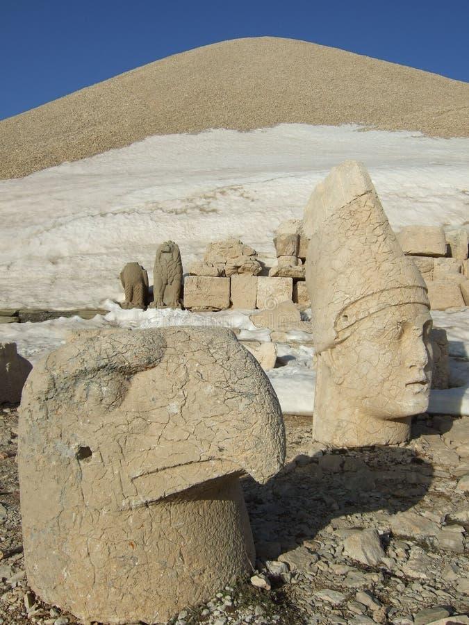 Skulpturer av monteringen Nemrut, Turkiet fotografering för bildbyråer