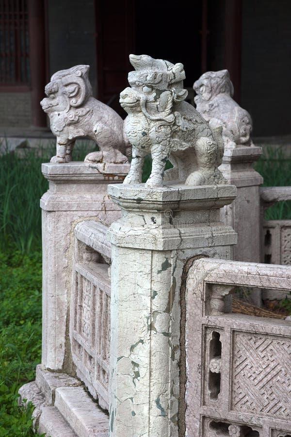Skulpturer av mytiska djur i Beiling parkerar, Shenyang, Kina arkivbilder