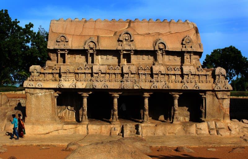Skulpturer för sten för huvudsaklig mahabalipuram för korridor-Fem rathas-forntida enkla fotografering för bildbyråer