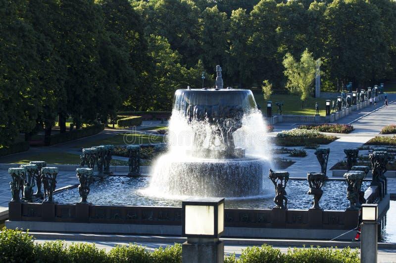 Skulpturer i Vigeland parkerar, Oslo, Norge royaltyfria bilder
