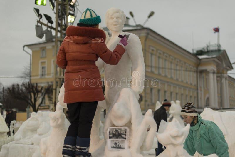 Skulpturer ut ur snö arkivfoto