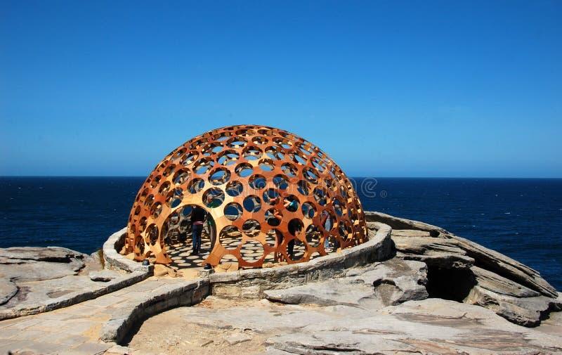 Skulpturer vid havsutställningen på Bondi sätter på land, Sydney, Australien arkivfoton