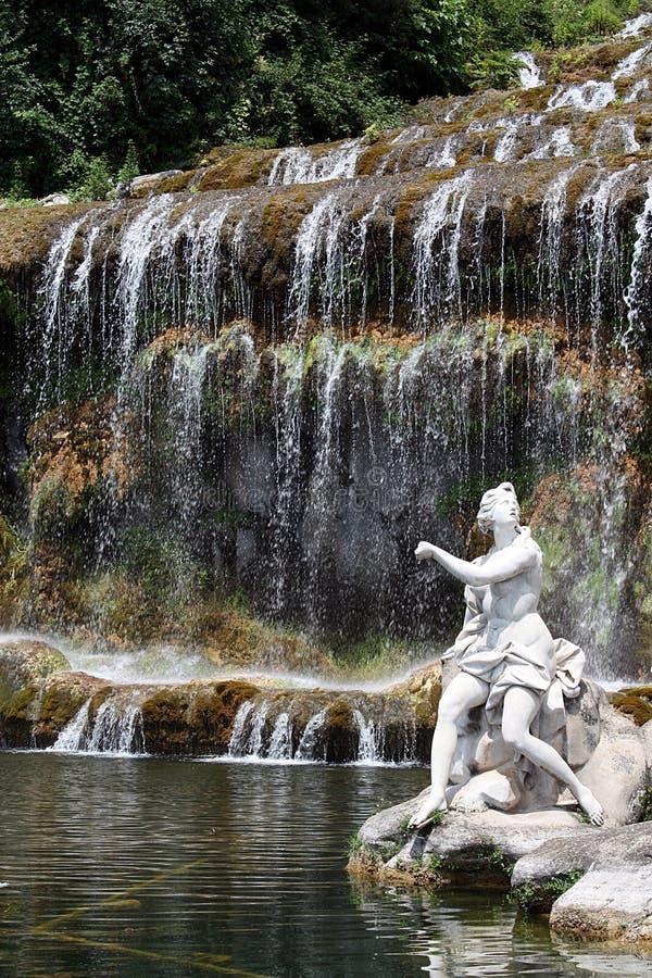 skulpturvattenfall royaltyfri bild