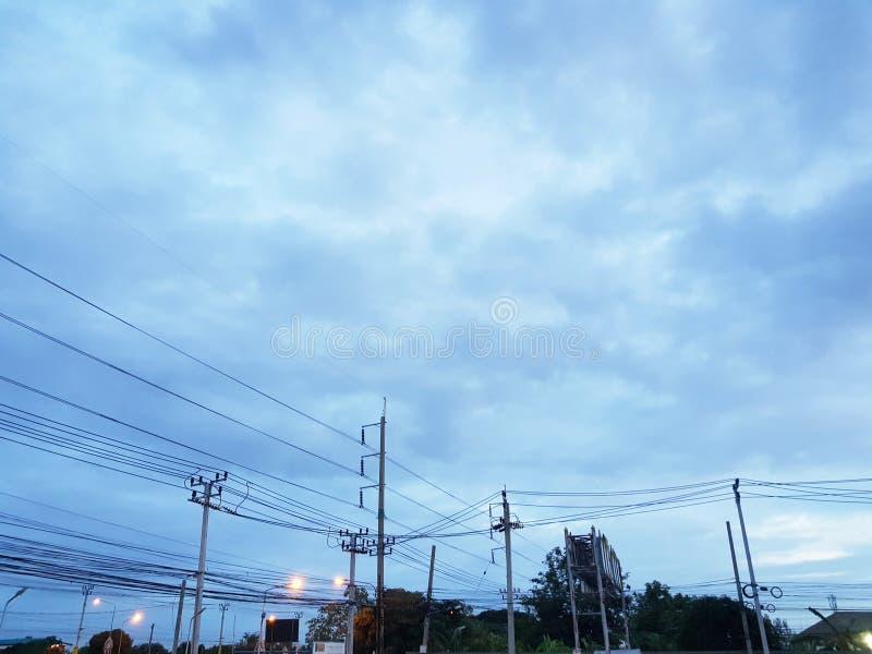 Sky blue-vy före gryning arkivfoton