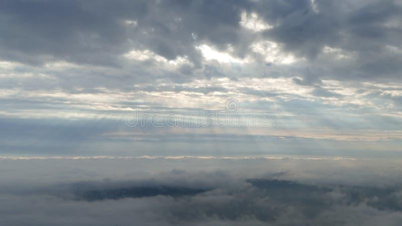 sky för panorama för filterberg orange Jizera berg i Polen arkivbilder