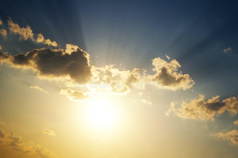 Skybakgrund på soluppgång royaltyfria bilder