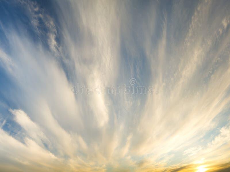 Skybakgrund på soluppgång fotografering för bildbyråer