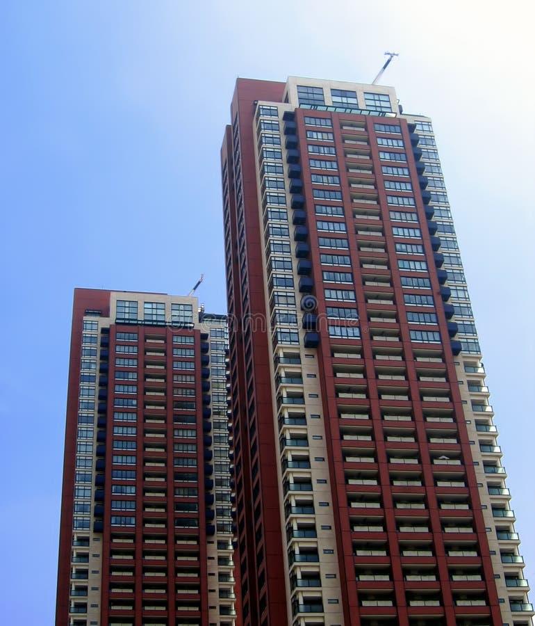 Skycrapers residenciales gemelos foto de archivo libre de regalías