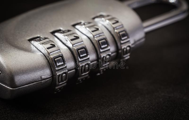 Skydd för lösenord för tangent för krypteringblocklås, mörk signal arkivfoton
