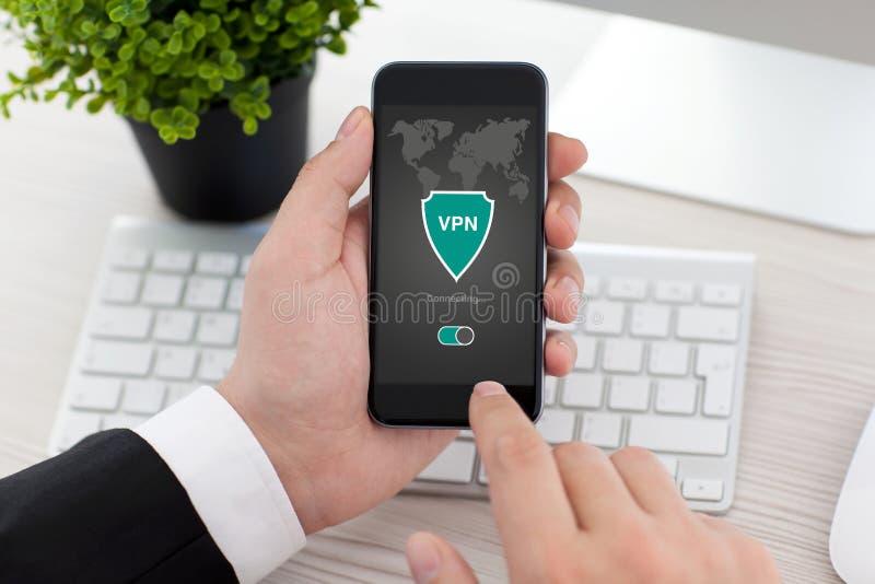 Skydd för protokoll för internet för skapelse för vpn för app för maninnehavtelefon arkivbilder