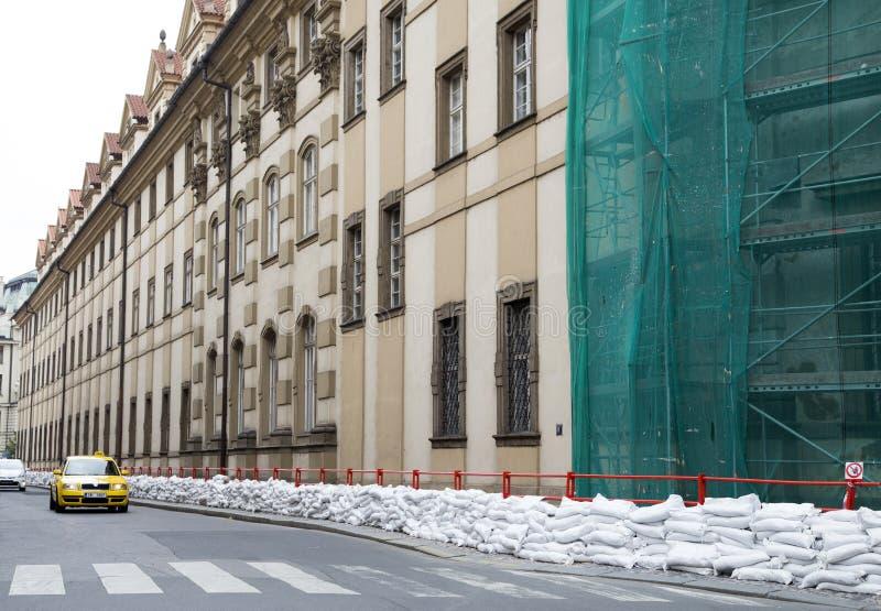 Skydd från floder i Prague royaltyfria foton