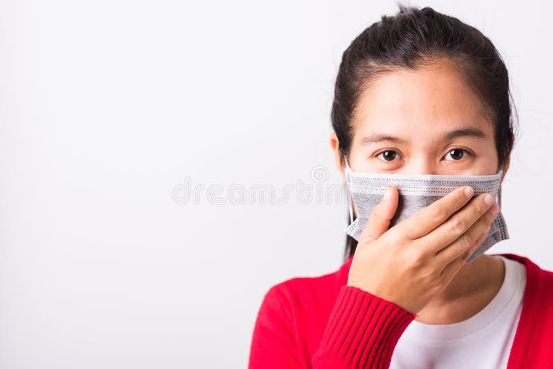 Skydd mot coronavirus eller COVID-19 för kvinnor med ansiktsmask arkivbilder