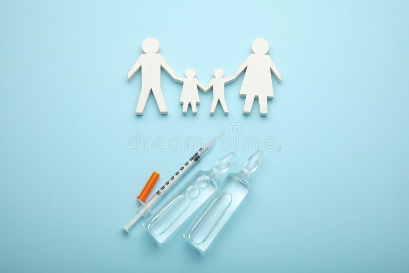 Skydd mot virus och infektioner Immunisering och vaccinering i familj royaltyfri bild