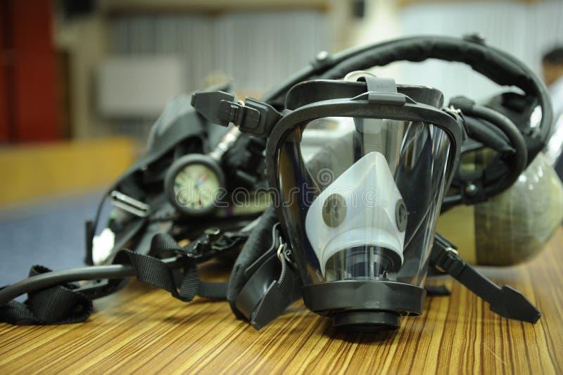 Skyddande maskering och respirator arkivbilder