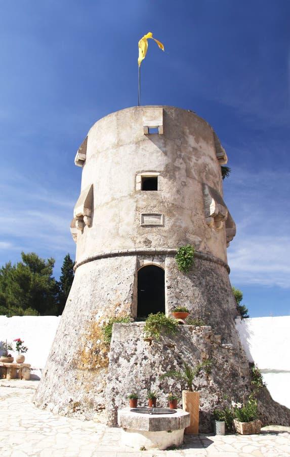 Skyddande torn av kloster av Agios Georgios (G 1561) arkivbilder