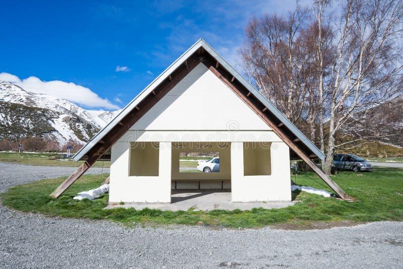 Skyddsida vägen nära Arthurs passerande Nya Zeeland arkivbilder