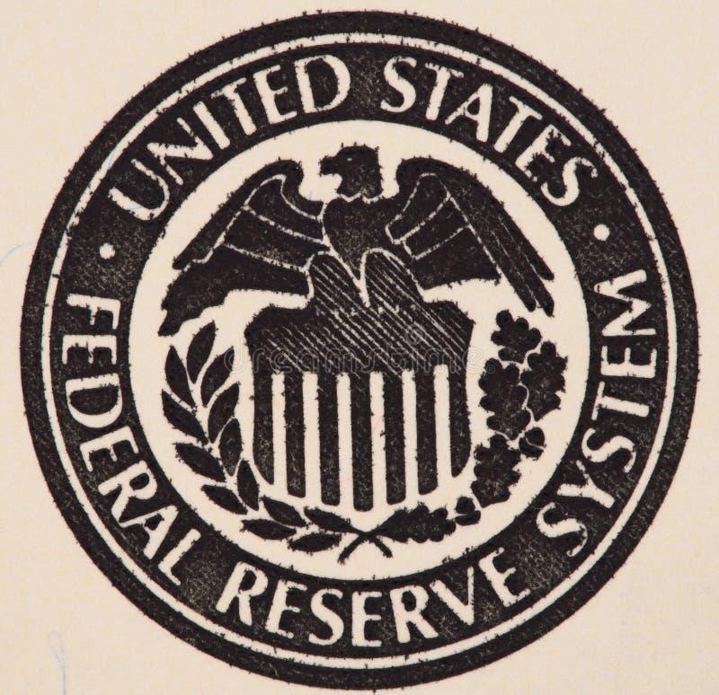 Skyddsremsa av det Federal Reserve systemet på oss 100 före detta för dollarräkning arkivbild