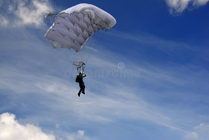 Skydiver in de hemel stock foto
