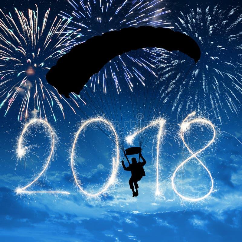 Skydiver die binnen aan het Nieuwjaar 2018 landen royalty-vrije stock foto's