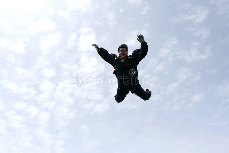 Skydiver fällt in Richtung zum Kameramann stockfotografie
