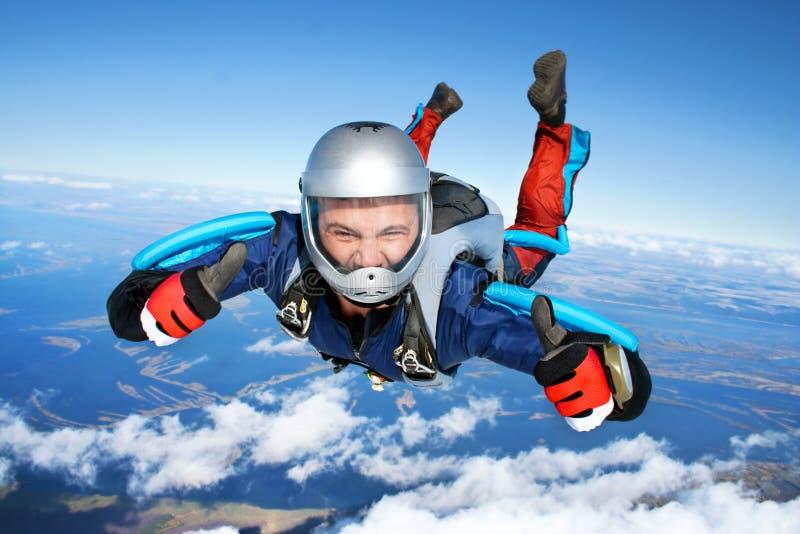 Skydiver. In orde! Beduimelt omhoog! stock fotografie