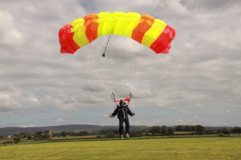 Skydiverlandung lizenzfreies stockfoto