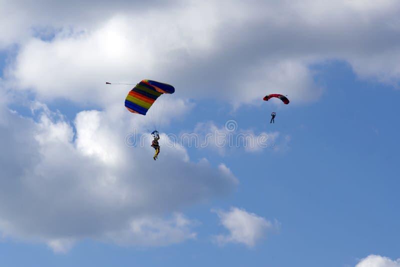 Download Skydivers stockfoto. Bild von blau, flug, skydiver, auslegung - 27735532
