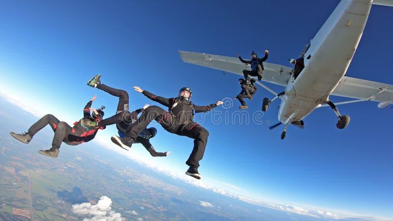 Skydivers die pret hebben royalty-vrije stock afbeeldingen
