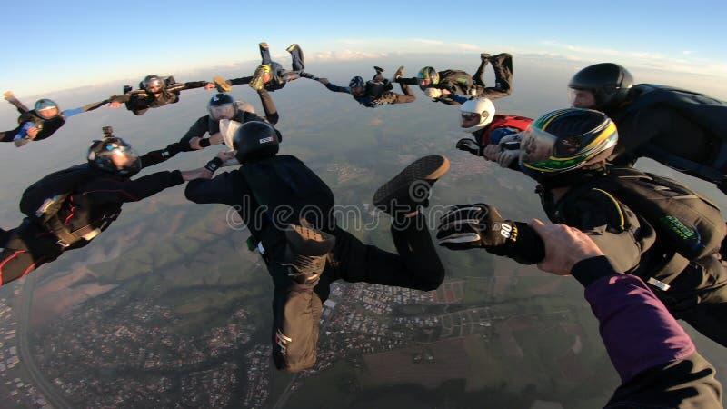Skydiverssprong samen stock afbeelding