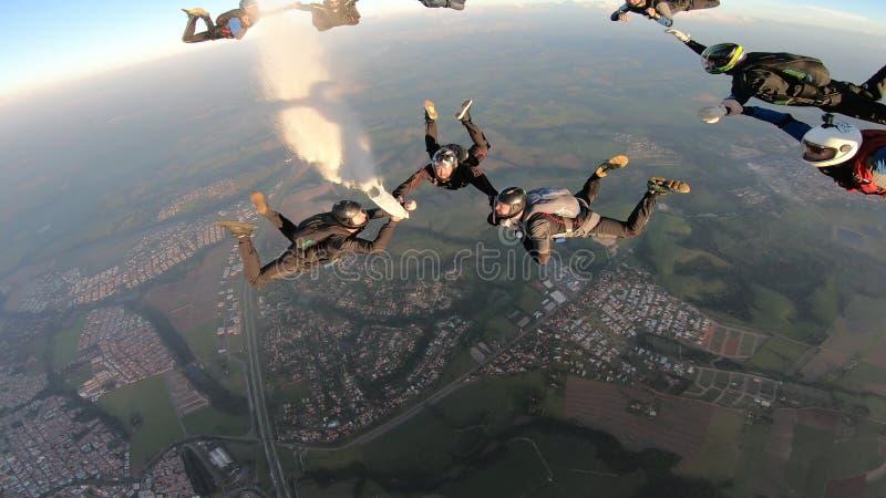 Skydiverssprong samen royalty-vrije stock foto