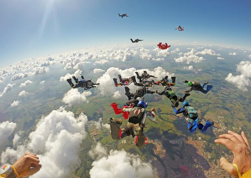 Skydiving小组形成 免版税库存图片