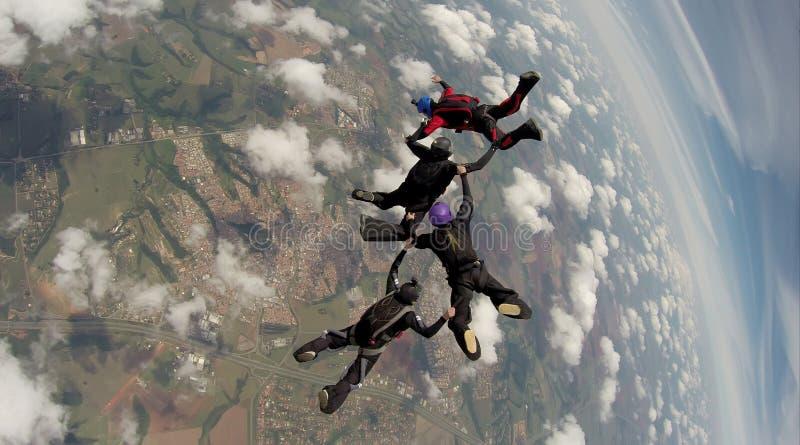 Skydiving 4方式队 免版税库存照片