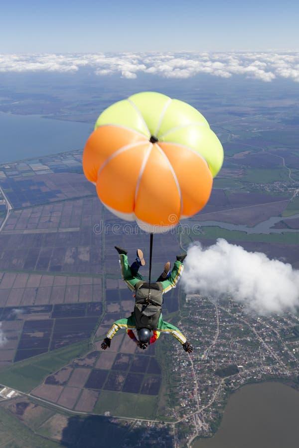 Skydiving?? ?? 免版税库存照片
