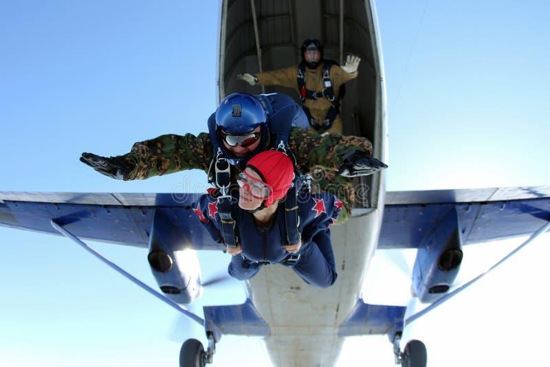 skydiving Het ogenblik van het springen uit een vliegtuig stock afbeelding
