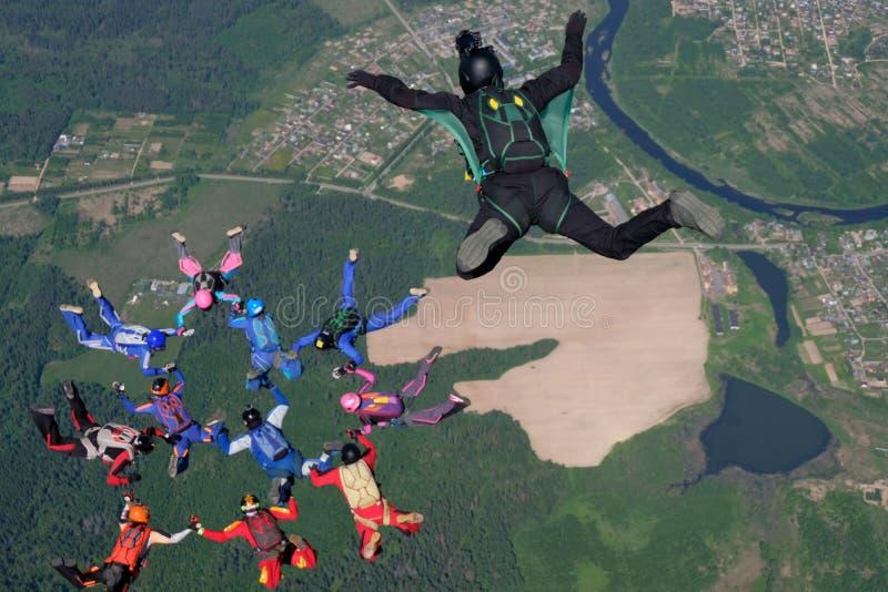 skydiving Kamerzysta robi fotografii i wideo o bezp?atnych spada skydivers fotografia royalty free