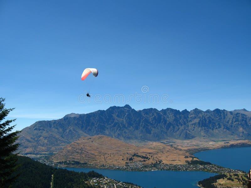 Skydiving, Queenstown, Nova Zelândia imagem de stock royalty free