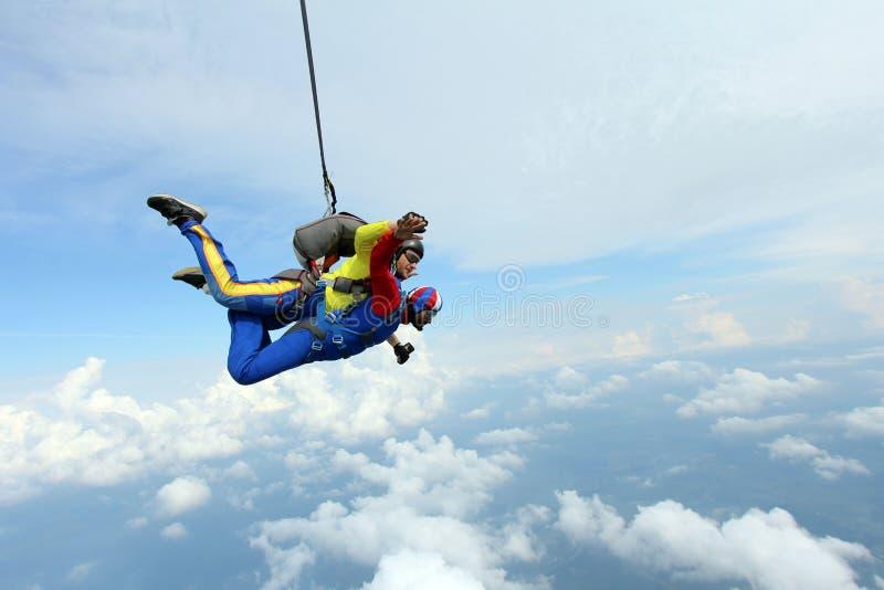 skydiving Sprong achter elkaar Instructeur en Indische passagier stock foto's